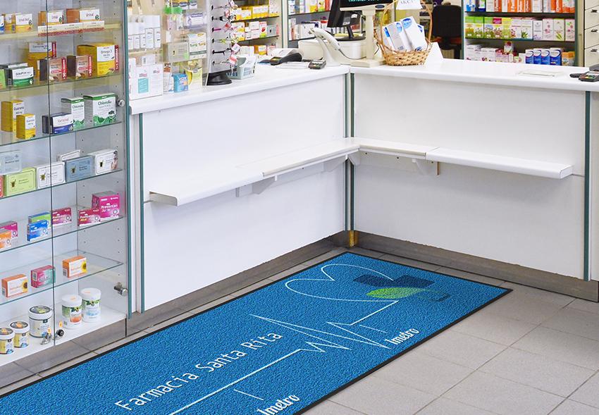 zerbino con raccomandazion i distanziamento sociale per farmacia