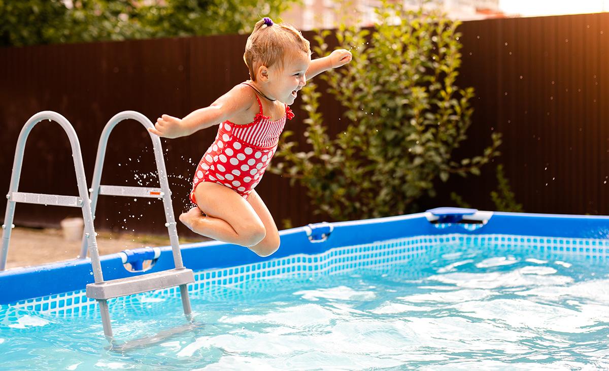 la-piscina-in-giardino